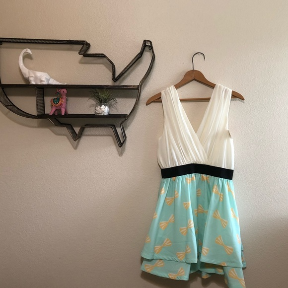 Kling Dresses & Skirts - Low cut teal and cream bow pattern boutique dress